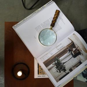Forstørrelsesglas i vintagestyle – mørk