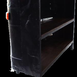 Cool bar med et råt udtryk – front fra gammel lastbil