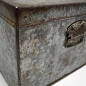 Cool gammel kasse med låg