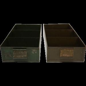 Gammel vintage metalkasse med 3 rum